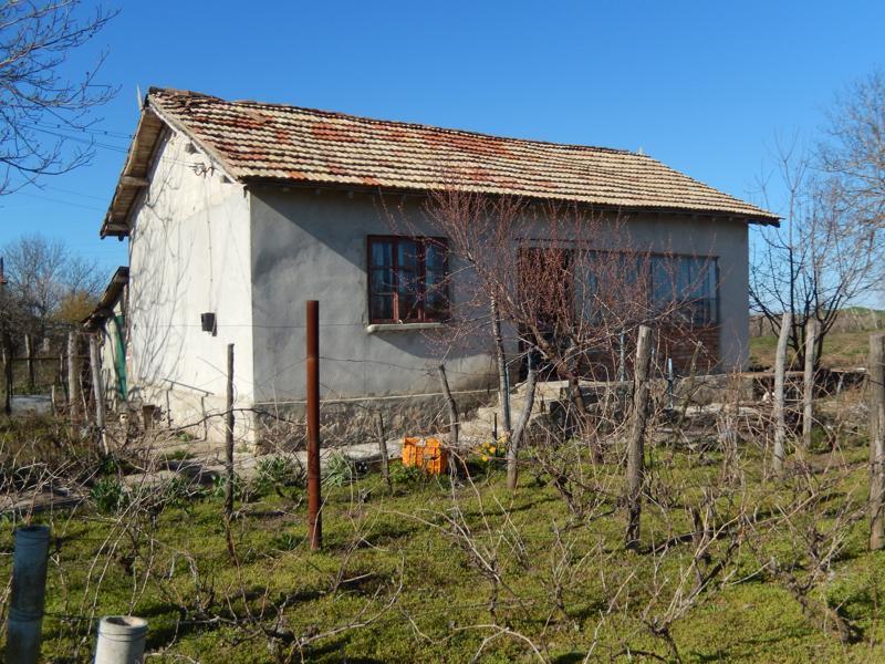 Cheap rural house near the sea