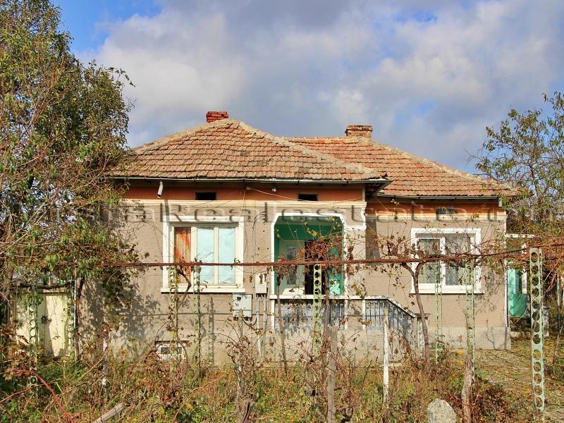 Haus mit zwei Schlafzimmern in der Nähe einer Stadt