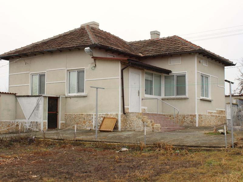 REDUCED!!! Renovated house ready to move in