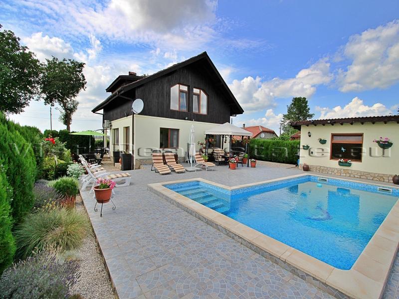 4 Schlafzimmer Haus mit Pool, in der Nähe von Dobrich, Balchik und dem Meer