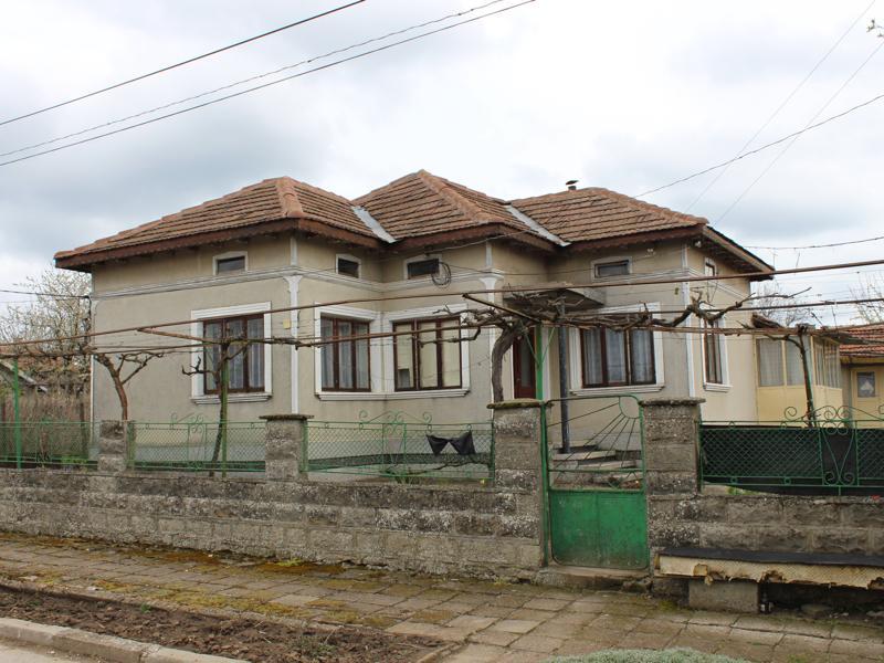 5-Zimmer-Haus in einem gut organisierten Dorf