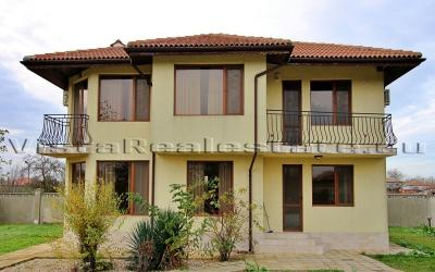 3 bedroom house with a pool near the sea, Balchik, Dobrich