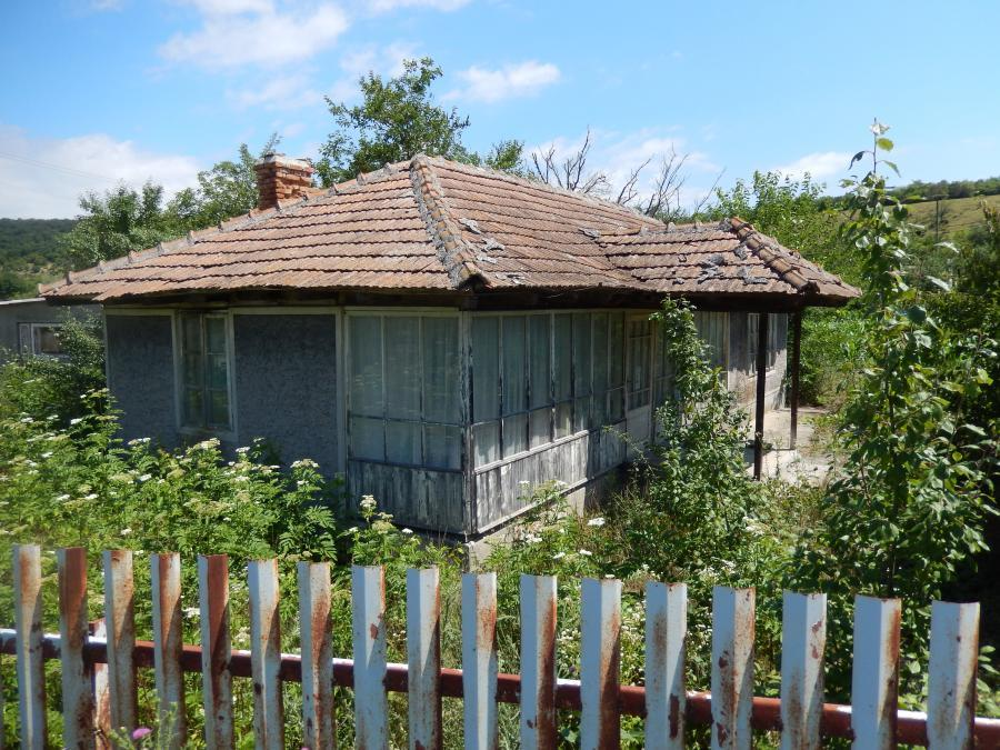 House for renovation only 10 km to Dobrich town.