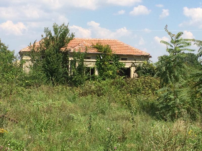 Haus in der Nähe des Meeres, renovierungsbedürftig