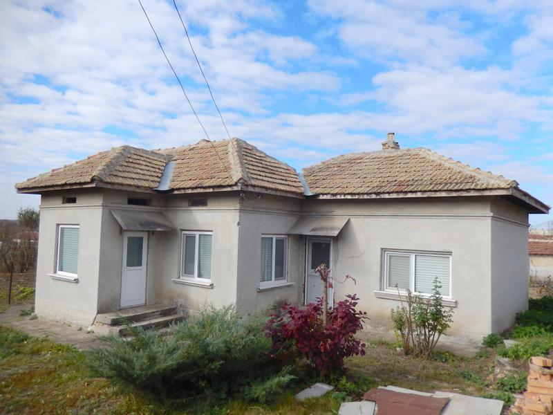 Renovated house 38 km to the sea