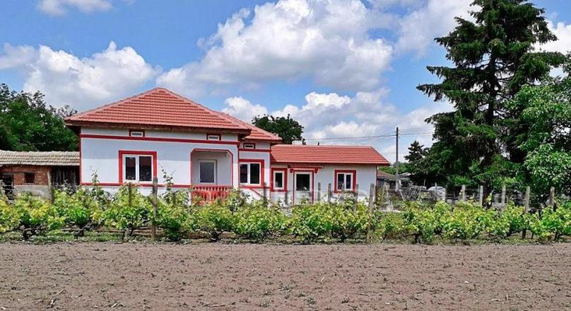 Fully renovated house in Malina, 25 min to the sea