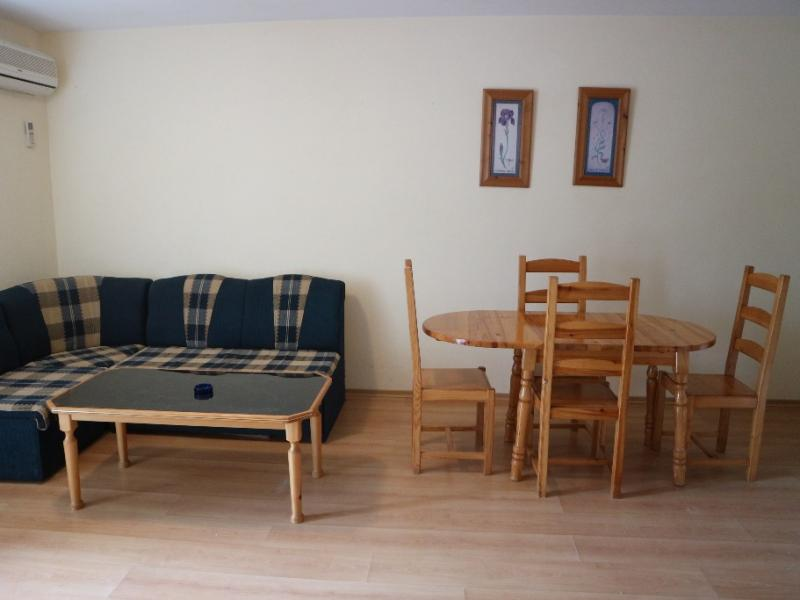 Large one bedroom apartment 300 m to the beach