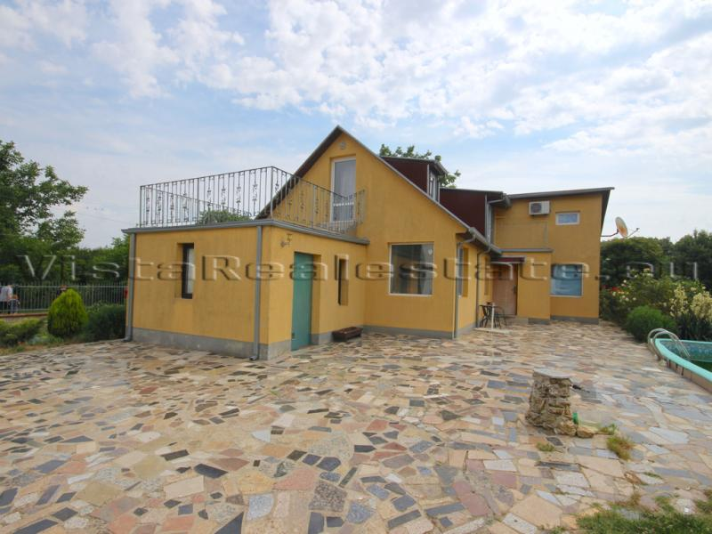 Newly built 3 bedroom house near the sea