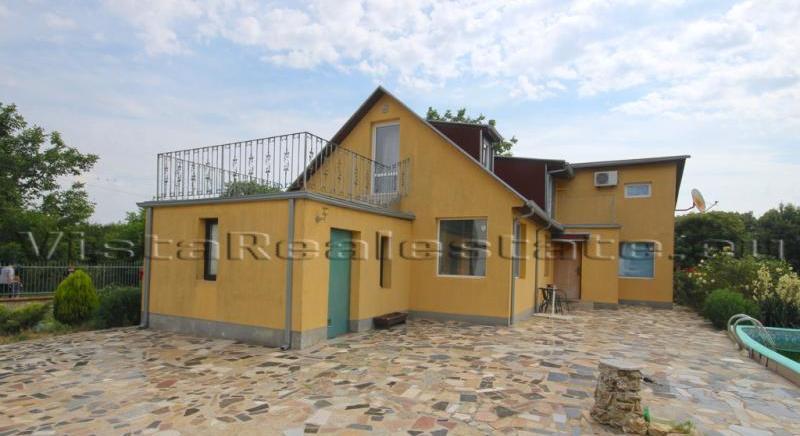 Newly built 3 bedroom house near the sea