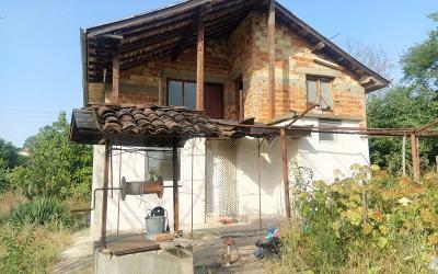 Massive partially renovated house in Stroino village, 15 min to Elhovo