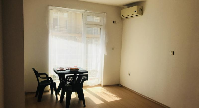 Cheap one-bedroom apartment 5 min to the beach