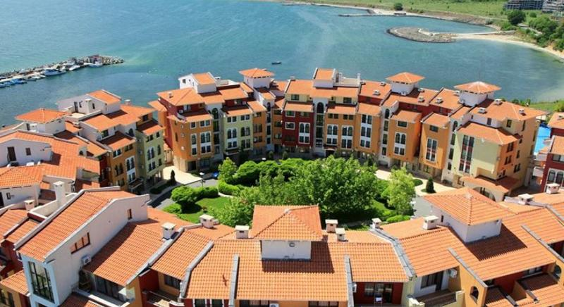 Fully furnished one-bedroom apartment with SEA VIEWS