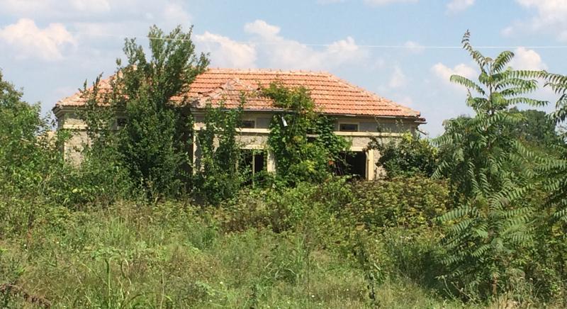 Rural house near the sea, renovation needed