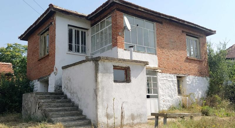 Massive two-storey house with 5 rooms near Elhovo for 5 500 EUR !