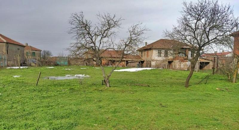 Massive two-storey house with 6 rooms near Elhovo town for only € 12,500