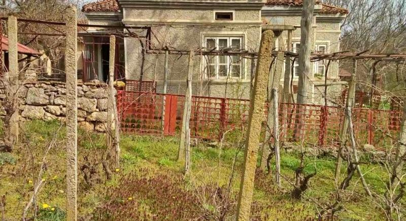 Nice house with 4500 sq m plot, 10 km to General Toshevo