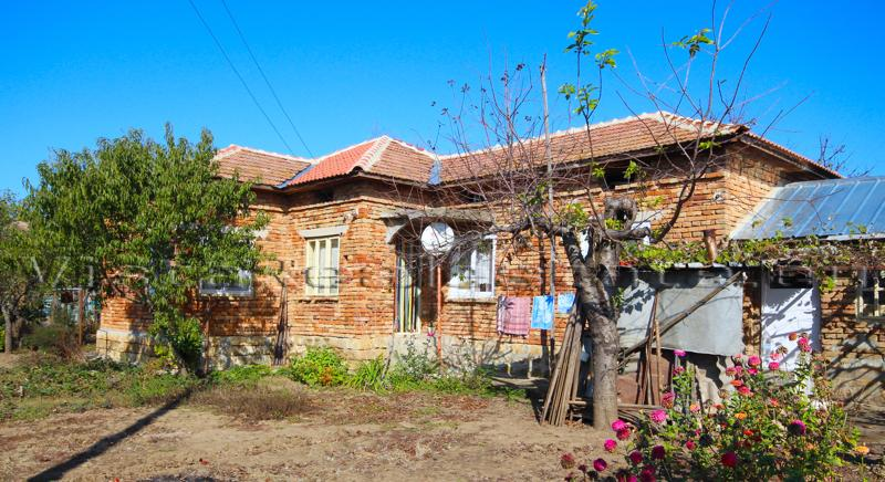 Cheap house in top condition, near a town