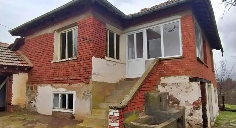 Massive two-storey house with land of 2480 sq.m near Bolyarovo for 5 200 EUR!