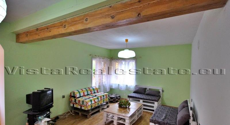 Renovated two bedroom house 30 min from the sea