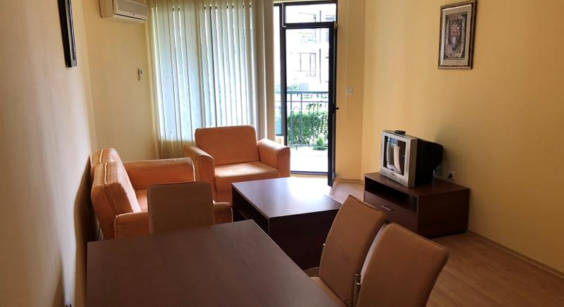 Furnished 1-bedroom apartment 400 m to the beach