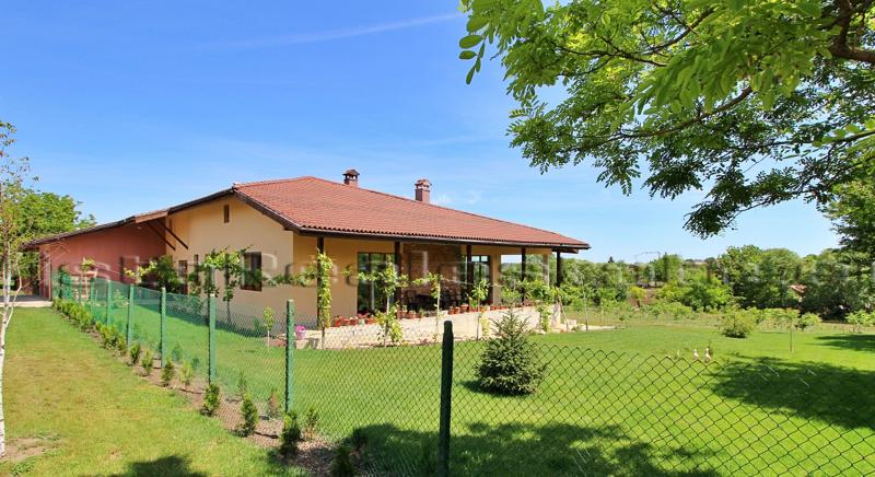 Huge house 5 min from Dobrich, 20 min to the sea