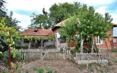 Günstiges Haus in hügeliger Gegend, 5 Minuten von Stadt Tervel