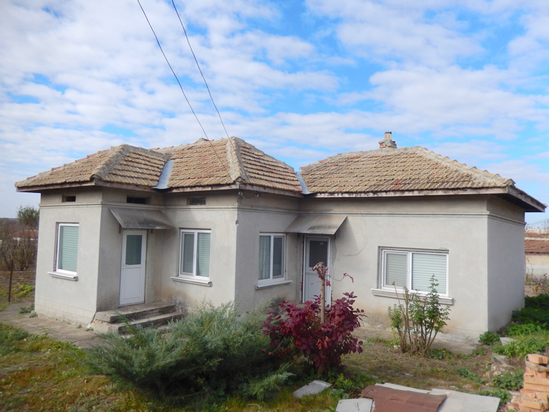 Renovated house 38 km to the sea